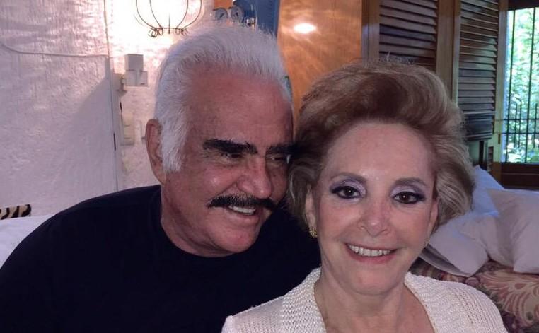 Vicente Fern  225 ndez con su esposa Cuca en su hogar  FOTO  TWITTERVicente Fernandez Y Su Esposa