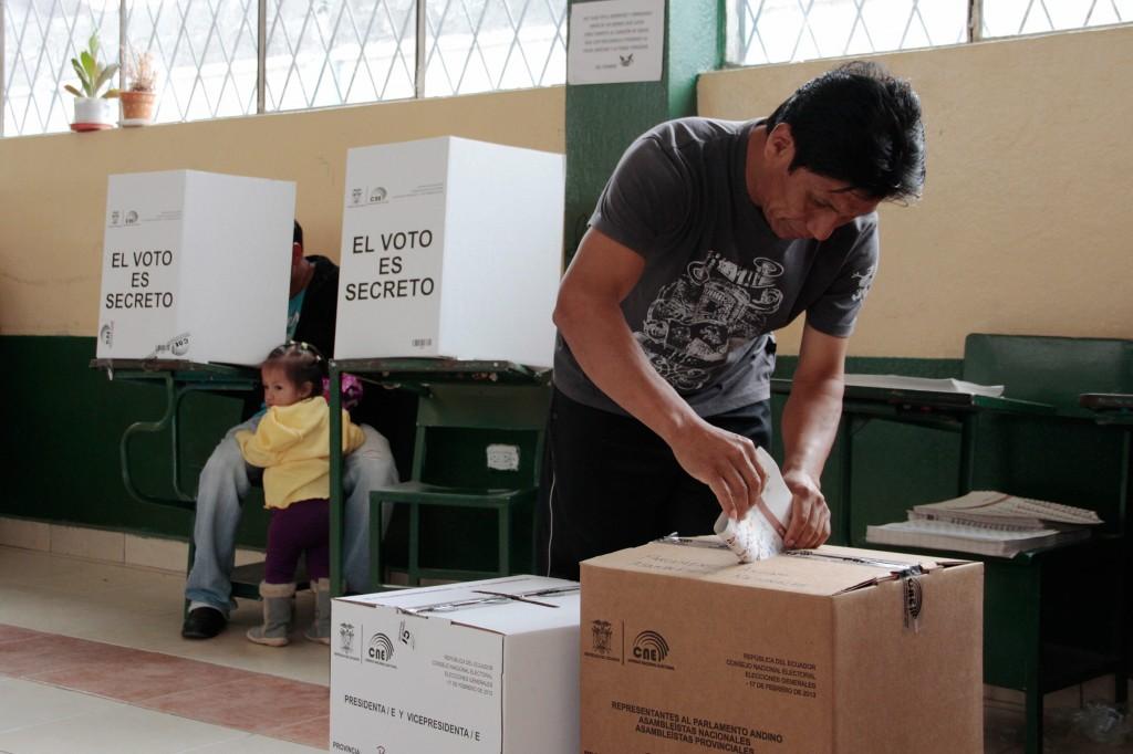 Resultado de imagen para voto en ecuador