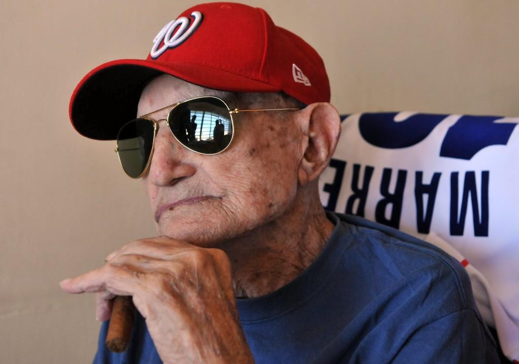 Conrado Marrero, el pelotero más longevo de Cuba, cumple hoy 102 años