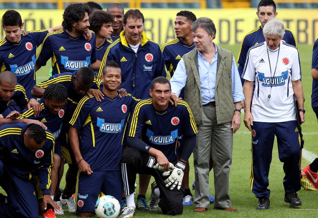 """Santos desea suerte a la selección colombiana y pide """"pensar en ..."""