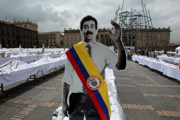 http://evc-wp01.s3.amazonaws.com/wordpress01.entravision.com/2013/08/Hallan-conexi%C3%B3n-entre-los-asesinatos-de-3-excandidatos-presidenciales-de-Colombia-617x412.jpg