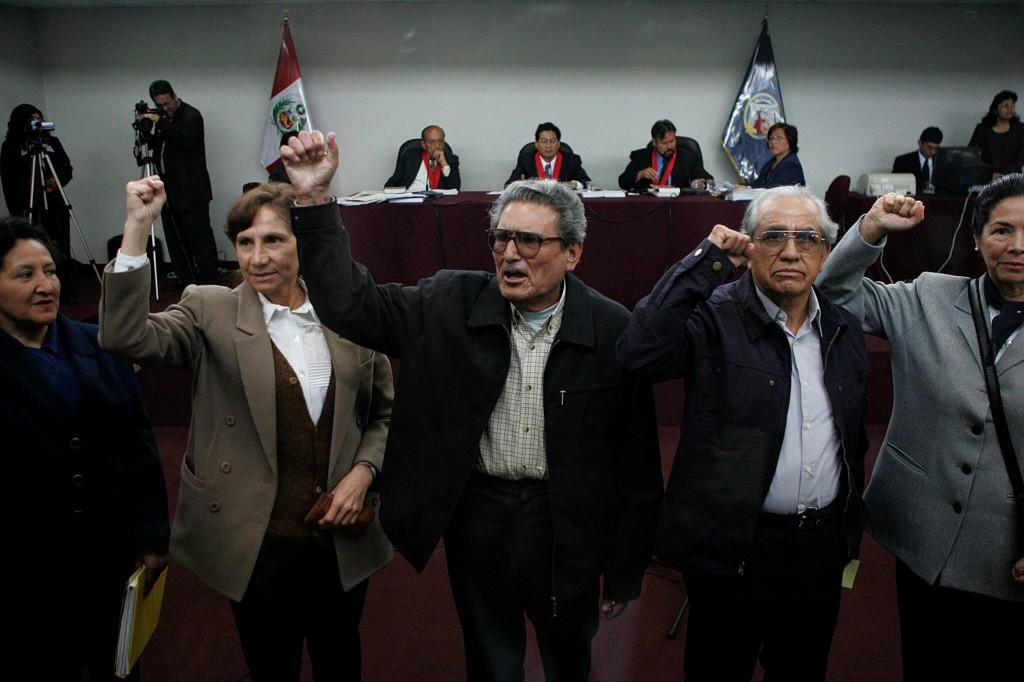 [Perú] Solidaridad con Margi Clavo Prisionera Política del Partido Comunista del Perú Citan-a-la-c%C3%BApula-de-Sendero-Luminoso-a-juicio-por-atentado-en-Lima-en-1992