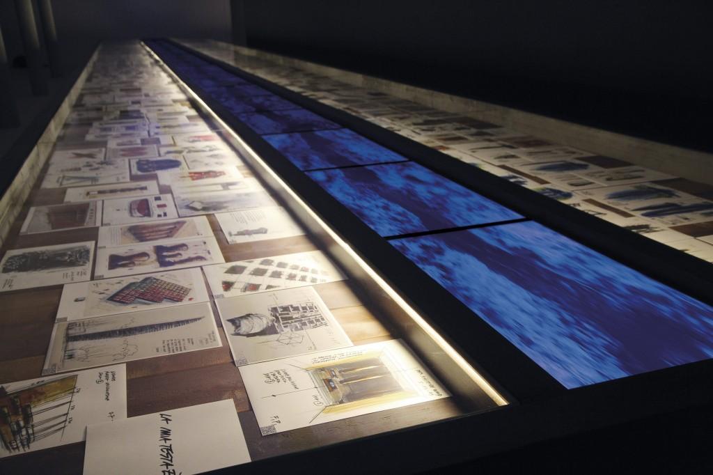 """la foto obra titulada """"El flujo de la memoria"""", una tabla de madera de"""
