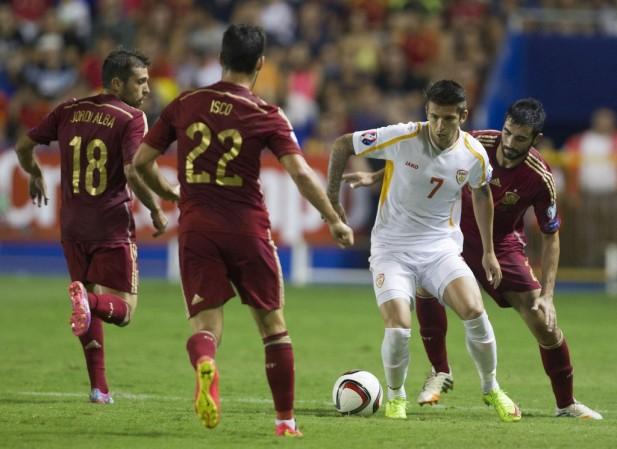 ... Isco y Albiol, de España, durante el primer partido de la fase de