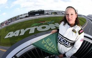 Puertorriqueña busca inspirar a hispanos al hacer historia en la Daytona 500