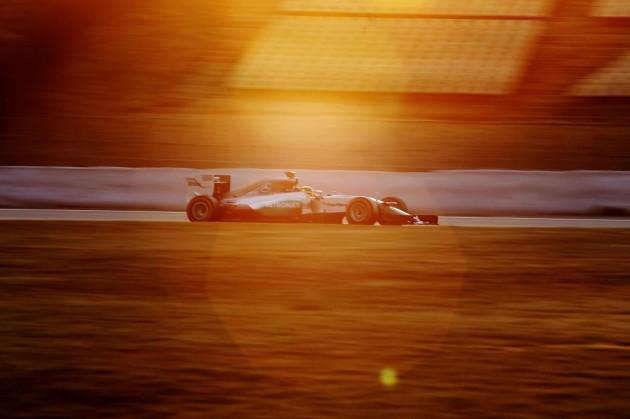 Sainz prueba mejoras del Toro Rosso en una sesión liderada por Mercedes