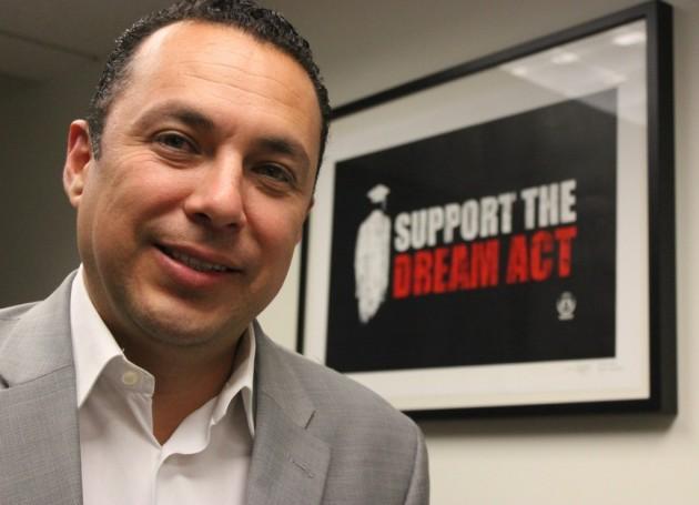 Héctor Sánchez, de una farmacia de México hasta el liderazgo latino de EEUU