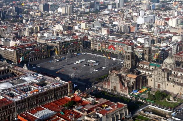 La Fórmula Uno enciende motores en el Zócalo de Ciudad de México