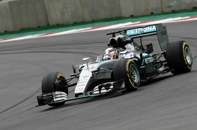 Rosberg y Hamilton auguran una cerrada sesión de clasificación