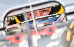 Un auto de la Fórmula E viaja en trajinera del lago de Xochimilco