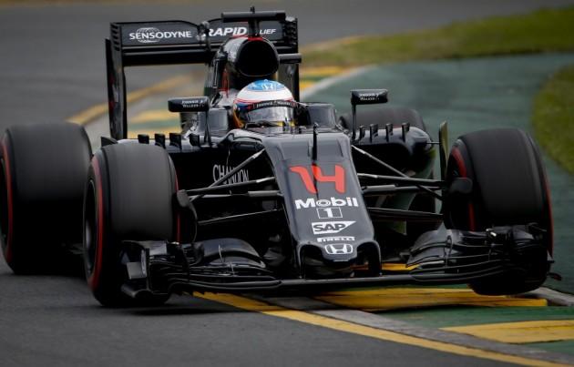 Alonso y Gutiérrez fuera, tras un espectacular accidente que paró el Gran Premio