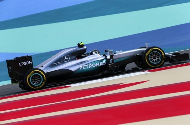 Rosberg vuelve a ser el más rápido y lidera el segundo ensayo libre en Baréin