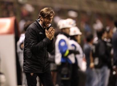 El argentino Zubeldía asegura que el Santos saldrá mañana por tres puntos