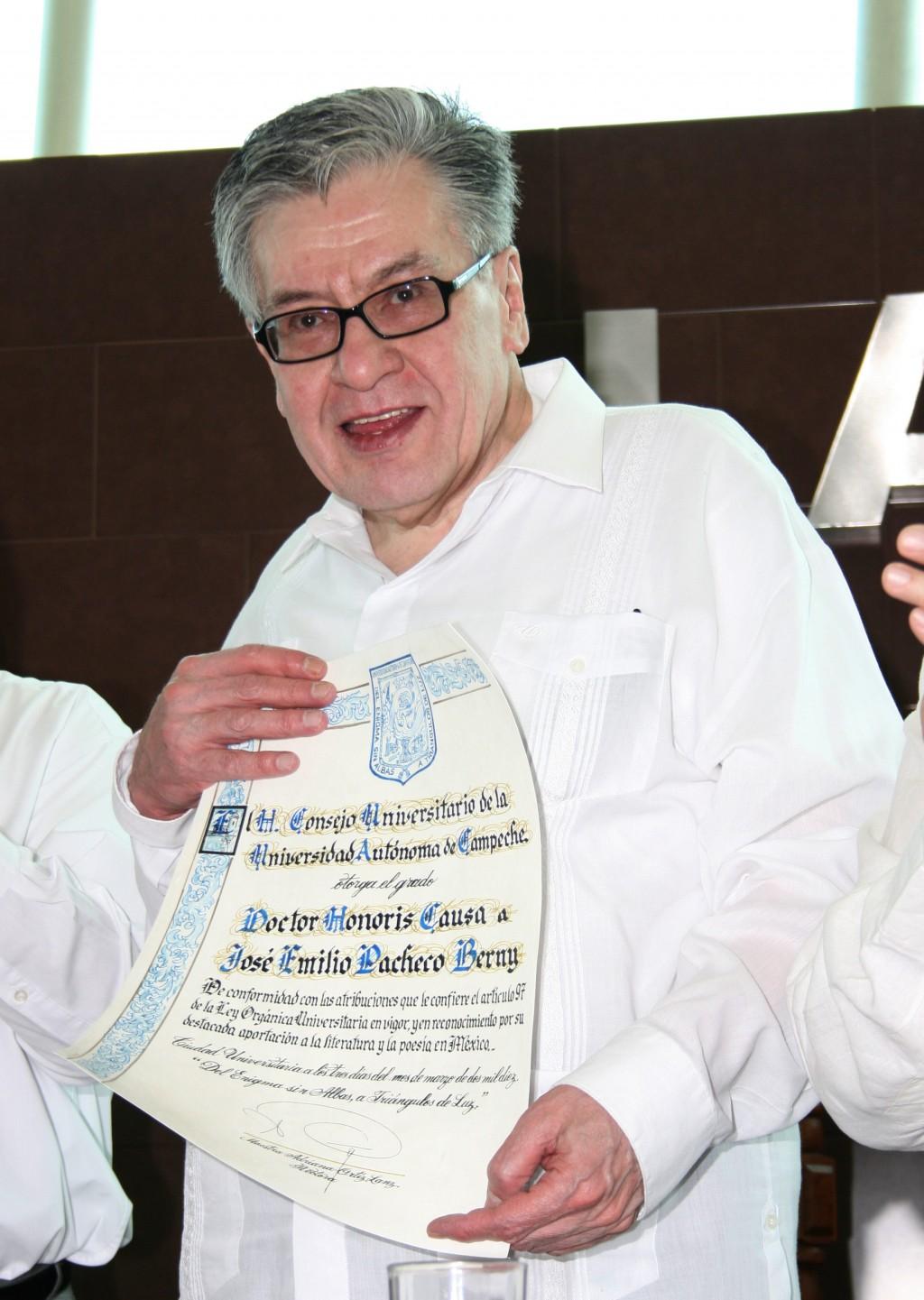 El legado de José Emilio Pacheco fue su amor a las palabras, dice su viuda