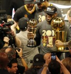 LeBron James respondió a sus críticos y se acerca más a la figura de Jordan