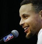 Multas de 25.000 dólares a Curry y Kerr por criticar a los árbitros