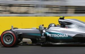 Rosberg saldrá desde la 'pole' en Baku, con 'Checo' Pérez a su lado