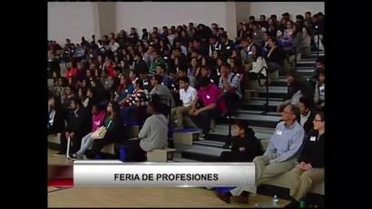 300 estudiantes asisten a feria de las profesiones en Salinas