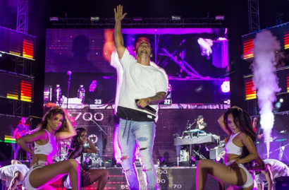 video-fan-se-niega-a-besar-a-maluma-en-monterrey