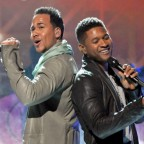 1355503990-DESUPERESTRELLA-Romeo-Santos-and-Usher-2011-Latin-Grammys-Performance-2-585x439