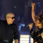 1373554464-DESUPERESTRELLA-o-PITBULL-JENNIFER-LOPEZ-LIVE-IT-UP-facebook