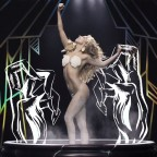 1383231071-DESUPERESTRELLA-lady-gaga-applause-video-00