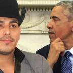 espinoza-paz-se-pone-sus-moos-para-conocer-a-obama