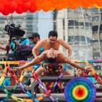 alfonso-herrera-celebra-desfile-gay-con-apasionado-beso