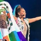 thalia-causa-controversia-por-mancillar-bandera-de-mxico