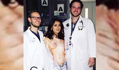 salma-hayek-llega-a-emergencias-topless