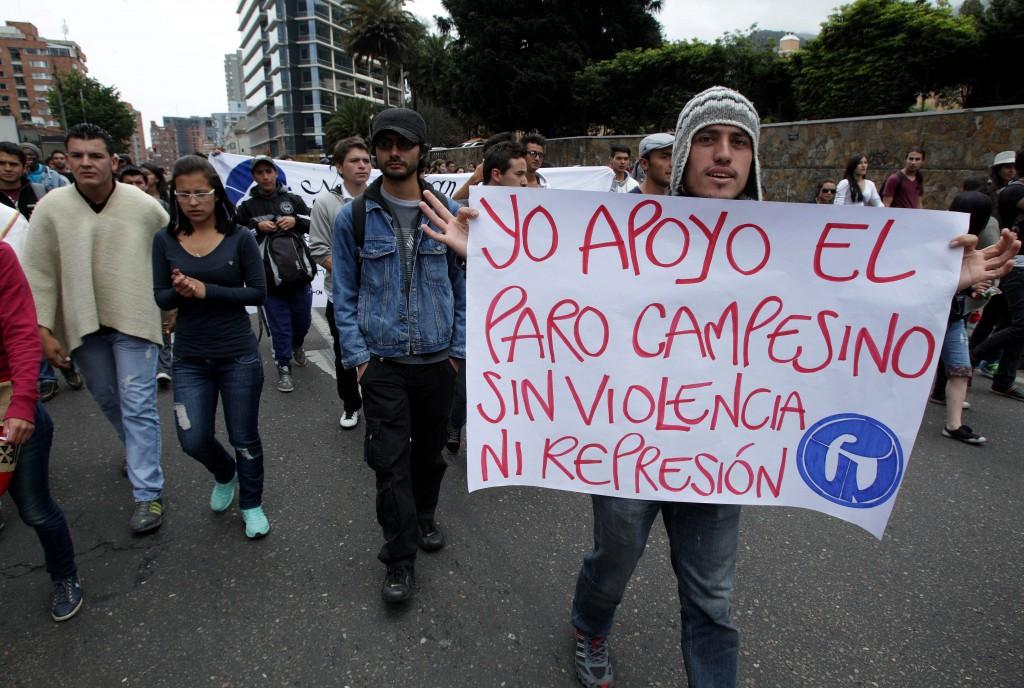 Varias protestas de productores agrarios, estudiantes, transportadores y otros empleados se vivieron este jueves en la capital Colombiana